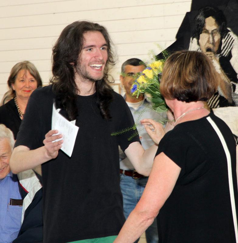Elevstipendiaten Simon Danielsson gratulerades