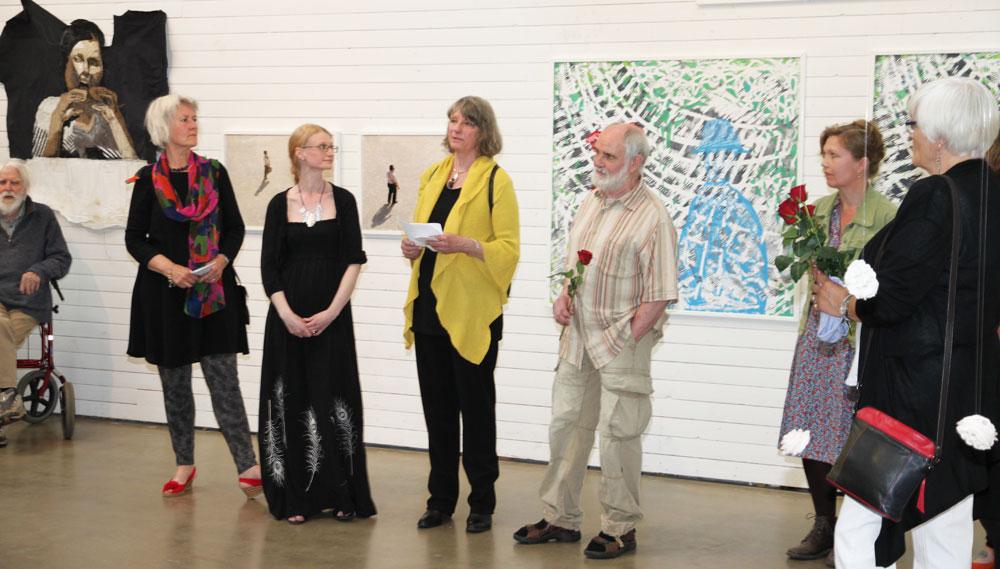 Elisabeth Wennberg ordförande i Konstnärsförbundet presenterar nya medlemmar