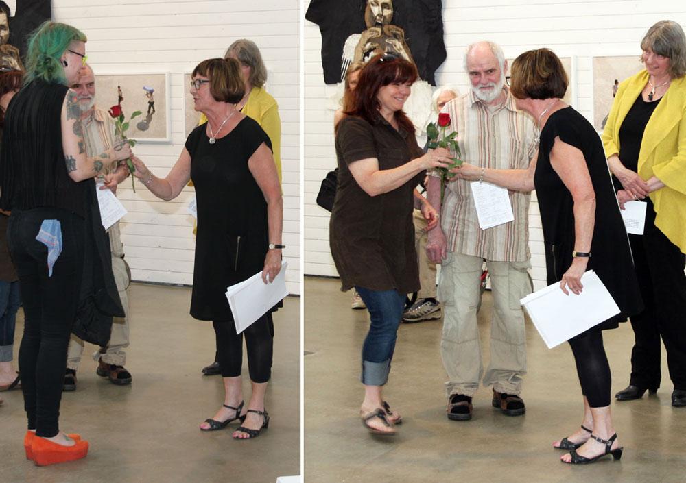 Nya medlemmar och de som hängt utställningen fick var sin ros